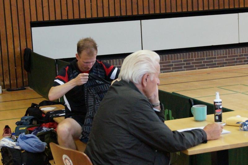 osc-vs-hundsmuehlen-erste-herren-tischtennis-2015-022