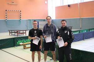 Siegerehrung in der offenen Herrenklasse. V.l.n.r. Pascal Beckmann, Jörg Kuhlmann und Stefan Lauxtermann (SV Atter)