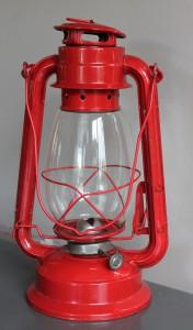 OSC III mit der roten Laterne (Quelle: pixabay.com; Foto: Amber Avalona; Lizenz: CC0 Public Domain)